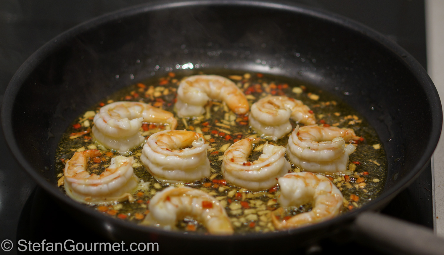 Gambas al Pil Pil (Shrimp with Garlic and Paprika) | Stefan's Gourmet ...