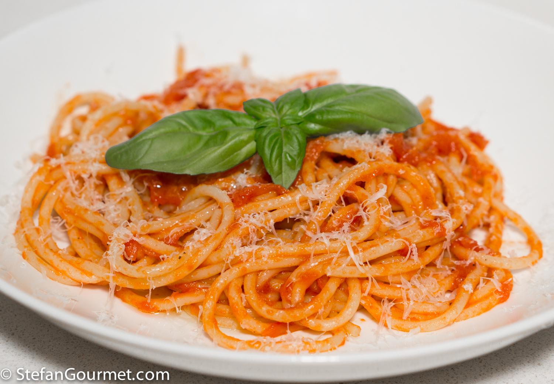 Spaghetti with a Fresh Tomato Sauce (Spaghetti al Pomodoro) | Stefan's ...