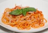 Spaghetti with a Fresh Tomato Sauce (Spaghetti alPomodoro)