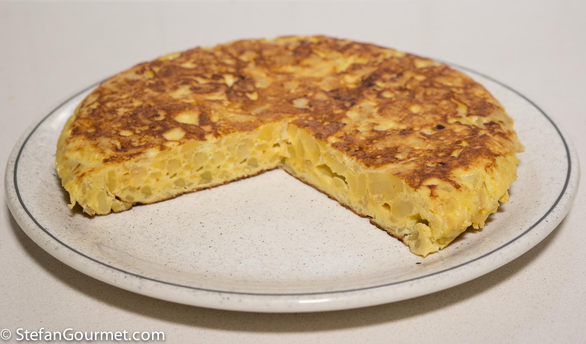 Tortilla de Patatas o Tortilla Española (Spanish Potato ...